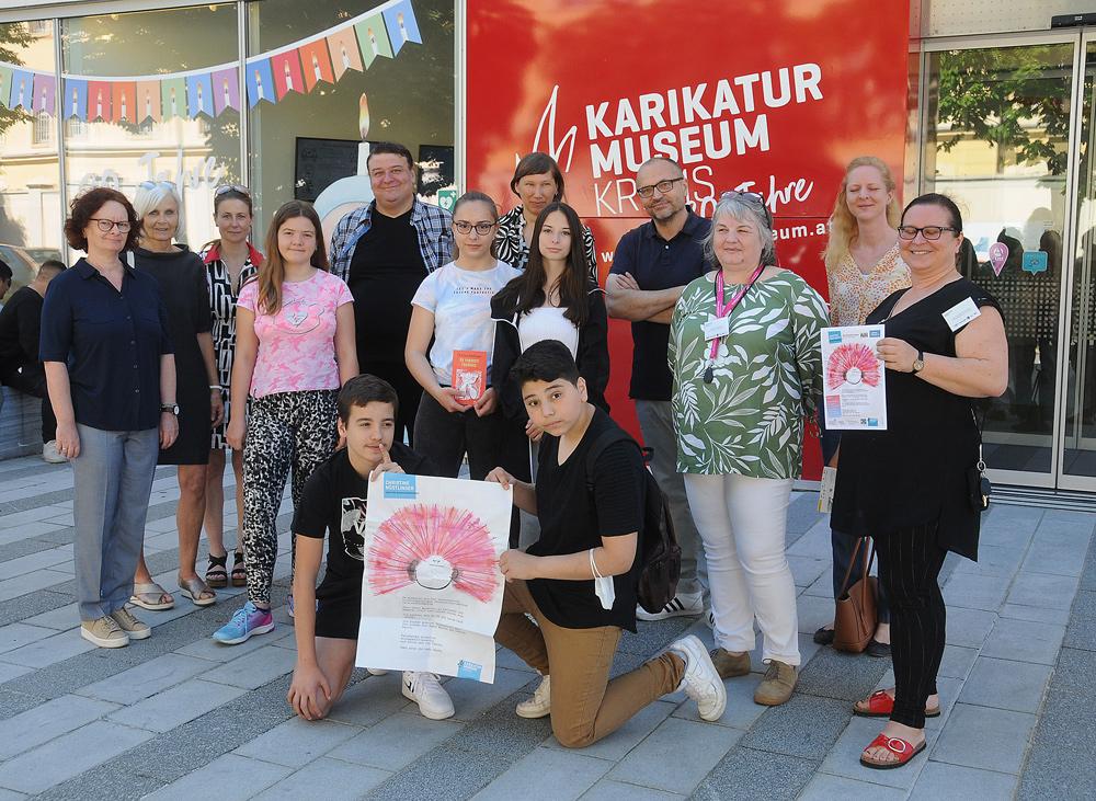 Schüler*innen der Mittelschule Krems bekennen beim gemeinsamen Culture Connected-Projekt zu Nöstlinger-Buch Farbe.